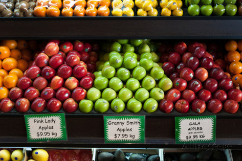 green-light-collection-apples-for-sale-at-grocery-store-on-oxford-street-paddington-sydney-new-south-wales-australia